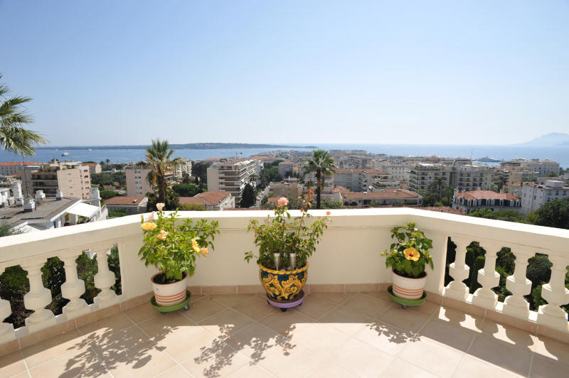 Cannes Rentals, rental apartments and houses in Cannes, France, copyrights John and John Real Estate, picture Ref 700-03